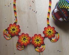 4 peyote flowers necklace whit earrings by ArtesaniaHUICHOL