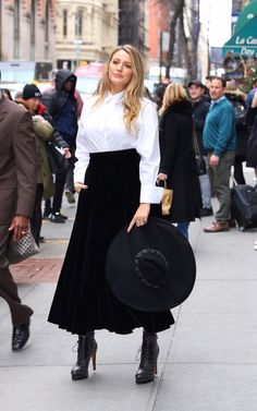 Blake Lively at 'The Rhythm Section' Talk Section. Blake Lively Outfits, Blake Lively Family, Blake Lively Style, Celebrity Red Carpet, Red Carpet Fashion, Gossip Girl, Lotr, Style Guides, Pop Culture