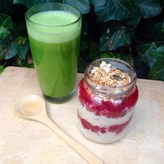 «Breakfast this morning was a green juice {pineapple, cucumber, lettuce, celery} and a oat parfait  with a raspberry mush and raw granola I bought in…»