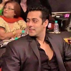 His wink Salman Khan Photo, Shahrukh Khan, King Of My Heart, King Of Hearts, Superstar, Salman Khan Wallpapers, National Film Awards, Movie Teaser, Swag Boys