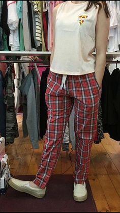 ¿quién dijo que no se puede estar cómoda con estilo? ¡los pantalones #lacouture son lo mejor! #escocés #pantalón #adrogué