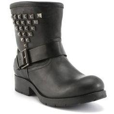 Boots cloutées talons plats cuir...sur www.shopwiki.fr ! #chaussures_femme #mode #boots #bottes_cloutees #femme