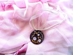 Ketten kurz - Lila Blumen Halskette - ein Designerstück von Amapola_roja bei DaWanda