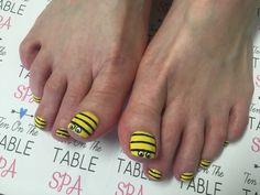 Bees Nailart