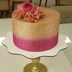 Glitter Birthday Cake, Birthday Cake For Mom, Birthday Cakes For Women, Elegant Birthday Cakes, Beautiful Birthday Cakes, Henna Cake Designs, Mom Cake, Dessert Cake Recipes, Gift Cake