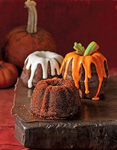 Awesomely sweet, fun, beautiful little autumnal bundt cakes