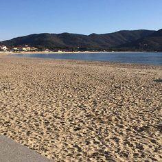 Buongiorno dalla spiaggia di #marinadicampo questa mattina alle ore 8 si presentava cosi . Continuate a taggare le vostre foto con #isoladelbaapp il tag delle vostre vacanze all'#isoladelba. Visita http://ift.tt/1NHxzN3