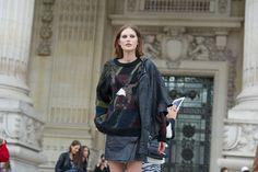 Catherine McNeil : Street looks à Paris - Jour 7 http://www.vogue.fr/defiles/street-looks/diaporama/street-looks-a-paris-jour-7-2/10024/image/630328