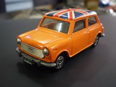 Mini Cooper Tomica - (Union Jack Rooftop)