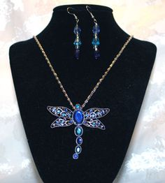 This beautiful set is on sale at http://artbymichelewilson.com/selldragonflynecklace.htm
