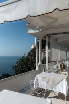 Read our complete travel guide to Positano Italy. And plan your perfect romantic trip!