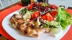 Coxinha de frango com salada