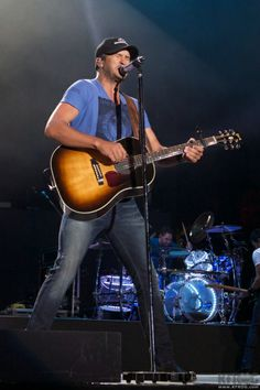 Luke Bryan Performs At Stagecoach 2014 « K-FROG 95.1 FM and 92.9 FM – New Country – California Country Music Radio Station