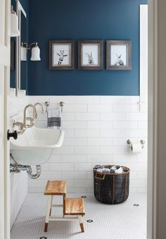 www.jacquelynclark.com wp-content uploads 2016 11 navy-white-bathroom.jpg