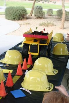 construction party - My son is too old for this already, but maybe my youngest nephew would like this, you can do the cake in the dump truck.