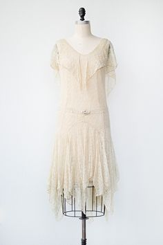 Dis dress be all lyke- yus. I myte hav ben a costume for da ghost uf krimas past nonquity tour in da 80s or I myta been da hottest peace of ethral fabrik you err seent! Kna I mean? Kna I mean?! vintage 1920s cream lace flapper dress