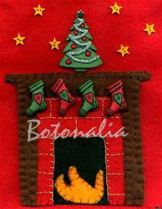 Detalle de los botones y adornos navideños que lleva la chimenea de la bota de Martín