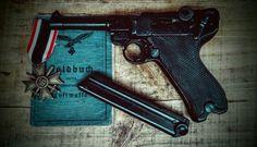 Soldbuch Luftwaffe & Luger P08