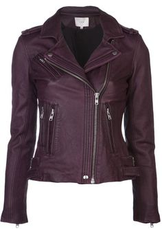 Jaqueta de Couro Feminina - Jaquetas Online : WANT SO BAD (in this color and everything -- just ignore the ludicrous price tag) Purple Leather Jacket, Purple Jacket, Black Leather Jackets, Cute Jackets, Biker Jackets, Moto Jacket, Outerwear Jackets, Motorcycle Jacket, Mode Outfits