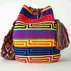 could also be mosaic knitting Handmade Wayuu Boho Bags Crochet Handbags, Crochet Purses, Crochet Bags, Crochet Chart, Knit Crochet, Mochila Crochet, Tapestry Crochet Patterns, Tapestry Bag, Boho Bags
