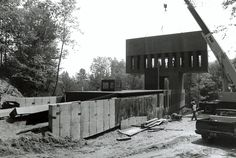 Assembling of the T-House, 1992. Simon Ungers and Tom Kinslow. Photography © Lydia Gould / archphoto. Click above to see larger image.