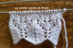 Le point plumet ajouré se tricote sur 18 rangs avec un nombre de mailles multiple de 11 +2 mailles lisières (mailles tricotées à l'endroit...