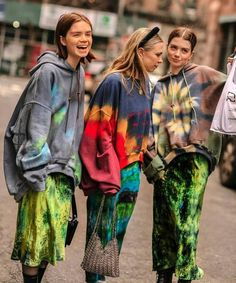 Most-Traffic Stopping NYFW Street Style For Winter 2019 New York Fashion Week Winter 2019 Best Street StyleNew York Fashion Week Winter 2019 Best Street Style New York Fashion Week Street Style, Nyfw Street Style, Autumn Street Style, Street Styles, Tie Dye Fashion, Look Fashion, Fashion Outfits, Fashion Trends, Fall Fashion