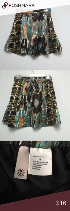 Patterned Mini Skirt SZ small Patterned mini skirt. Silk like material. SZ Small. 100% Polyester. Beautiful and no signs of wear Skirts Mini