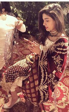 Pinterest @KrutiChevli Pakistani Formal Dresses, Indian Dresses, Pakistani Suits, Indian Outfits, Indian Couture, Pakistani Couture, Pakistani Bridal, Bridal Dupatta, Pakistan Wedding