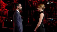 """Paola Cortellesi con Marco Mengoni e (Matteo Valentini) monologo sul """"Bullismo"""" - Mengoni """"Guerriero"""" pianoforte e voce"""