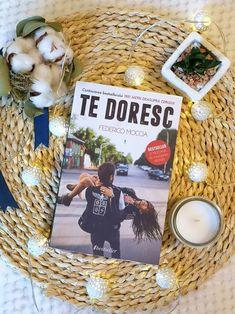 #tengoganasdeti #tedoresc #books #bookreview Love Life, Book Review, Yorkie, My Books, Reading, Frame, Character, Picture Frame, Yorkies