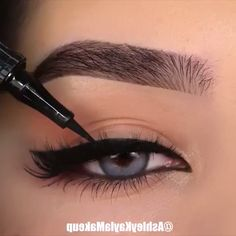 Perfect Eyeliner Makeup Tutorial Video - Make-Up Makeup Eye Looks, Eye Makeup Tips, Eyebrow Makeup, Makeup Videos, Skin Makeup, Makeup Inspo, Eyeshadow Makeup, Yellow Eyeshadow, Makeup Hacks