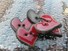 Boutons colorés en céramique Raku, forme coeur de La tête à Cécile sur DaWanda.com