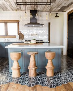 What a stunning kitchen by @aubrey_veva_design! The attention to detail is incredible, from the inlaid wood and Tess III Hex cement tile…