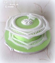 234. | Flickr: Intercambio de fotos Royal Frosting, Royal Icing Cakes, Beautiful Wedding Cakes, Beautiful Cakes, Amazing Cakes, Coral Cake, Cute Birthday Cakes, Green Cake, Icing Techniques