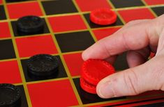 How do you play checkers? The best checkers game tutorial! Math Games, Fun Games, Games For Kids, Games To Play, Games Box, Playing Games, Checkers Board Game, Play Checkers