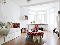 playroom, also with a daybed and CUTE little table/chairs!