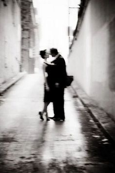 Wow check this beautiful couples photos black and white Couple Photography, Art Photography, She And Her Cat, Diane Arbus, Belle Photo, Black And White Photography, Cute Couples, Love Story, In This Moment