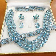 Parure set with diamonds and blue topaz by Topaz Jewelry, Aquamarine Jewelry, Diamond Jewellery, Gems Jewelry, Bling Jewelry, Diamond Rings, Jewelry Necklaces, Wedding Jewelry Sets, Bridal Jewelry