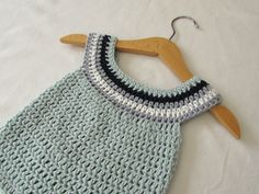 This tutorial will show you how to crochet a cute round neck baby dress / top / tunic. This dress is suitable for beginners. For size 0 - 3 months use a 4.5m...