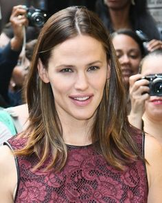 Jennifer Garners straight and streaked hairstyle