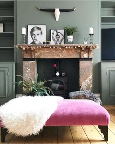 As well creating a wonderful sense of calm, using one colour on both the walls and woodwork works to exaggerate the size of a room, as… Farrow And Ball Living Room, Living Room Green, Bedroom Green, Green Rooms, Home Living Room, Living Room Decor, Dining Room, Room Colors, Colours