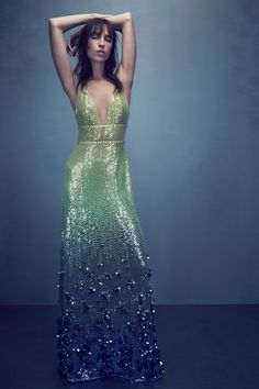 Jenny Packham Spring 2018 RTW: Exquisite green ombré sequin dress! This dress reminds me of a mermaid.