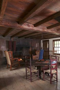 William Haskell House, a First Period Colonial American house in Gloucester, Massachusetts, the North Ell. Early American Homes, American Houses, American Life, American History, Primitive Dining Rooms, Primitive Homes, Primitive Bedroom, Primitive Antiques, American Interior