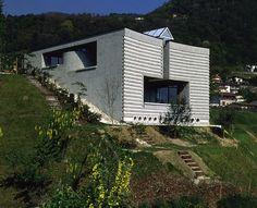 Casa unifamiliare by Mario Botta - Morbio Superiore, Svizzera, 1983-1984 - Photo Alo Zanetta © Courtesy Mario Botta Architetto
