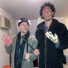 creative christmas costumes Couples That Are Absolutely Killing It With Their Amazing Halloween Costumes Halloween Duos, Amazing Halloween Costumes, Couples Halloween, Halloween City, Halloween Office, Christmas Costumes, Halloween Season, Funny Halloween Costumes, Scary Halloween