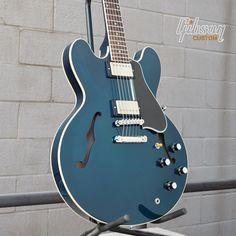 Gibson ES-335 guitar