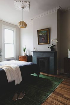 Wonderful Pic Fireplace Remodel 2019 Style Bedroom with fireplace and green rug Soft Colors in a Brooklyn Townhouse Designed by Shapele Home Interior, Interior Design Living Room, Interior Architecture, Home Bedroom, Bedroom Decor, Bedrooms, 1920s Bedroom, Quirky Bedroom, Budget Bedroom