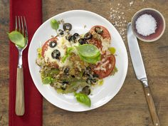 Lauch-Tomaten-Gratin - mit Oliven und Basilikum - smarter - Kalorien: 226 Kcal - Zeit: 30 Min. | eatsmarter.de