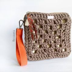 18 ideas for crochet bag zpagetti ideas Crochet Clutch Bags, Crochet Wallet, Crochet Coin Purse, Crochet Pouch, Crochet Purses, Diy Crochet, Crochet Motifs, Crochet Granny, Crochet Patterns